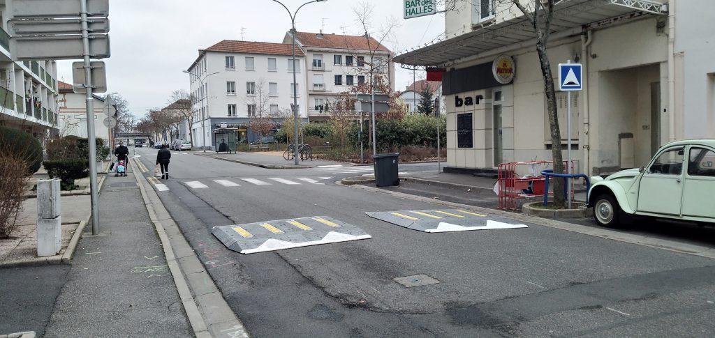 Ralentisseurs du Boulevard de la Mutualité.